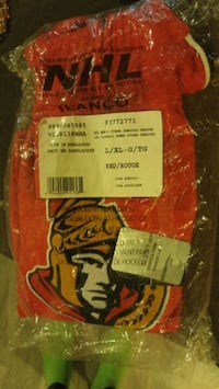 Mens authentic nhl sens whool sweatshirt.