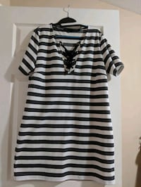 white and black stripe scoop neck long sleeve dres Calgary, T1Y 7G8
