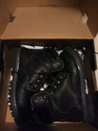 pair of black leather work boots 2346 mi