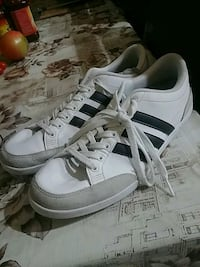 Adidas Sneakers great condition us 10.5 Vancouver, V5X 1R8