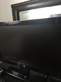 19inch FlatScreen Yea it Works fine nothing wrong with it just upgrading Roanoke, 24017