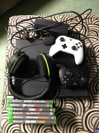 Xbox 360 console with controller and game cases Brooklyn, 21225