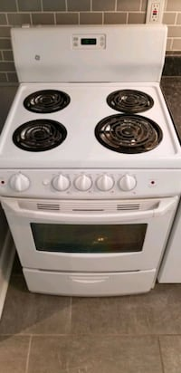 Oven/Range 24 inch wide perfect for basement or cottage  Toronto, M8W 4E6