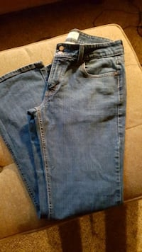 (Women's Levis size 8), 15$each or both for 25$