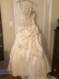 studded white and gray spaghetti strap satin pleated dress Upper Providence, 19063