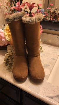 Pair of brown suede boots size 6 woman Roanoke, 76262