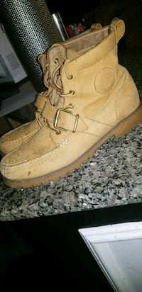 pair of brown leather work boots 417 mi