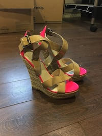 Pair of pink open-toe wedge sandals Pointe-Claire, H9R 3J3