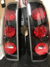 OEM GMC YUKON DENALI TAIL LIGHTS PAIR 2007-2014 Dover, 19904