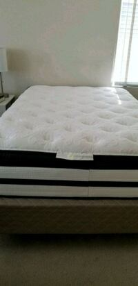 white and black bed mattress Alexandria, 22311