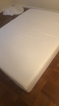 white and gray bed mattress Arlington, 22211