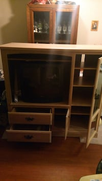 T.V entertainment unit with free working t.v Mississauga, L5L 2Z7