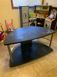 Tv stand (needs table cloth or paint)
