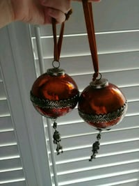 2 large glass ornaments for door handles 552 km