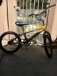 """18"""" boys avigo ignite light weight alloy bicycle. excellent condition Los Angeles, 91311"""