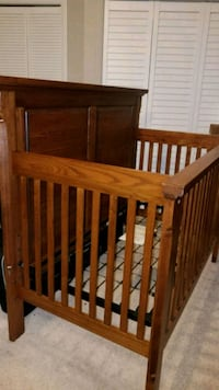 Solid wood traditional baby crib - Bassett Lorton, 22079