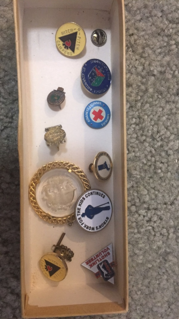 Lot of assorted vintage Pins & Buttons