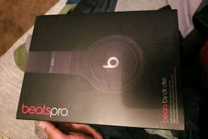 New condition beats pro by dr dre headphone brand new Christmas gift