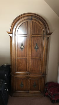 Bedroom set, dresser, armoire, 2 night stands and 2 lamps New York, 11414