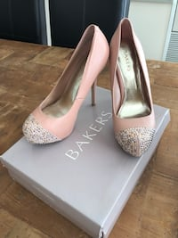 Bakers Blush Platform Pumps with Diamond Toe   Toronto, M3A 2S7