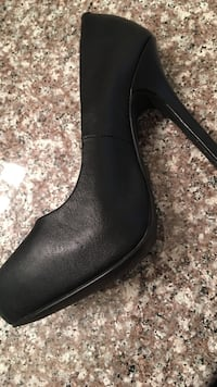 unpaired black leather side-zip boot Los Angeles, 91352