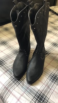 pair of black leather boots Ottawa