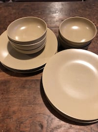 Set of 6 Japanese ceramic dinner plates and six matching bowls   New York, 11226