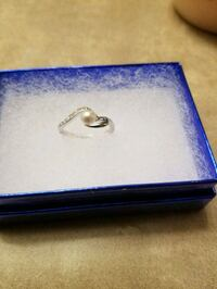 silver and pearl size 7 ring  Edmonton, T5T 6P9