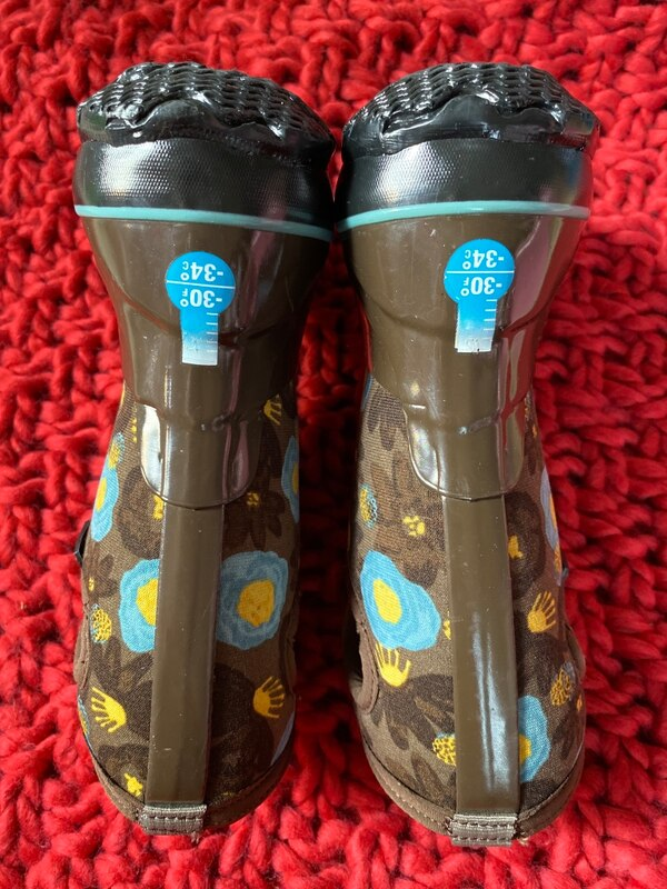 BOGS waterproof girl's boots , shoes size 8 0a7385c2-634d-43e4-b0c8-63ad48c872d0
