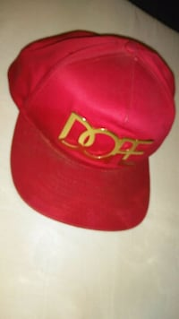 red and white fitted cap Maywood, 90270