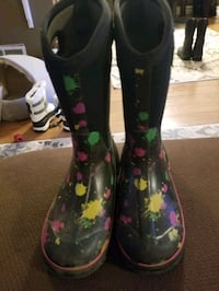 Bogs girls  youth size 4 Mississauga, L5N 2C4