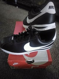 pair of black Nike low-top sneakers with box Alhambra, 91801