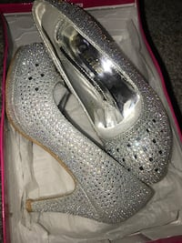 silver sparkly low heels, perfect conditions. used once. size 5.5 Revere, 02151