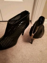 pair of black leather heeled shoes Calgary, T3J 0M1