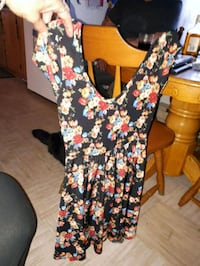 5 dress 30 for all or 10 dollars each size large.. Mount Pearl