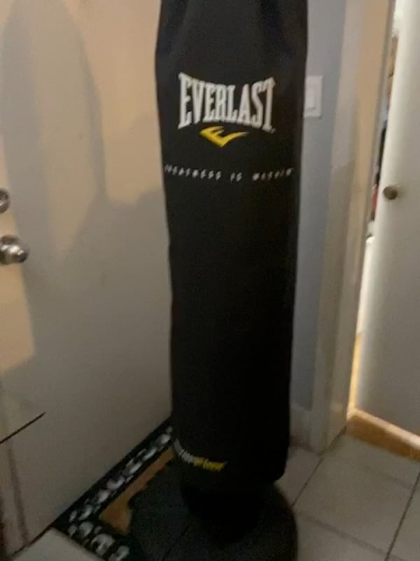 Punching bag 388fe38a-7feb-4ee4-b030-9dcbf5c380a2