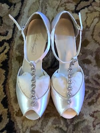 pair of white clear gemstone encrusted leather d`orsay peep-toe flats Cranston, 02920