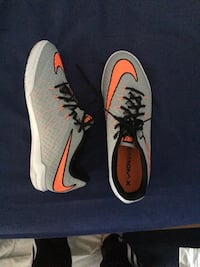 Chaussures Nike low-top et gris-et-orange 6166 km