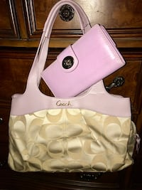 Beautiful Lavender trimmed Signature Coach with matching wallet ! Hampton, 23669