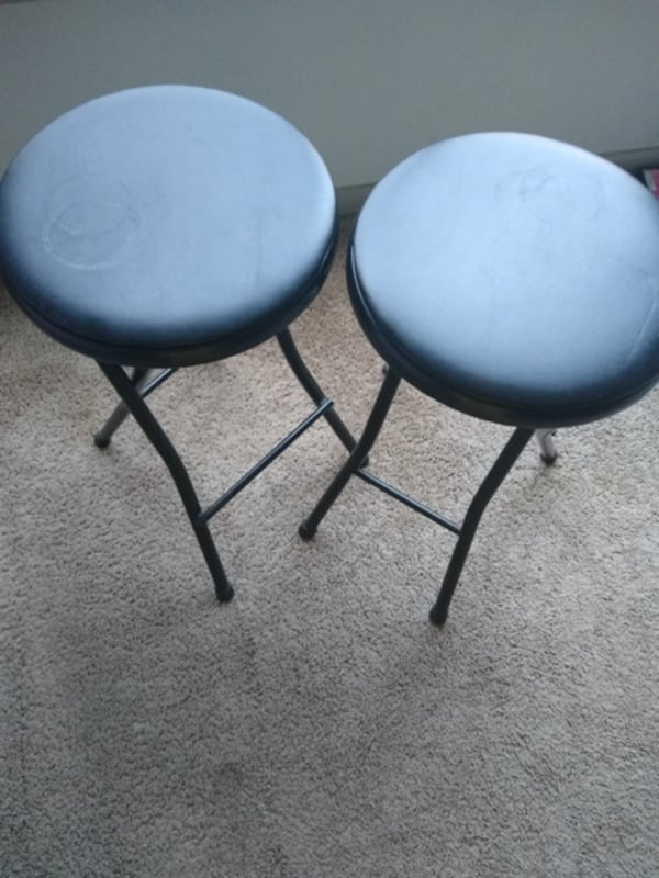 2 Stools in great condition. bbd264cc-6d41-401f-b4a2-2b8ed9446dd1
