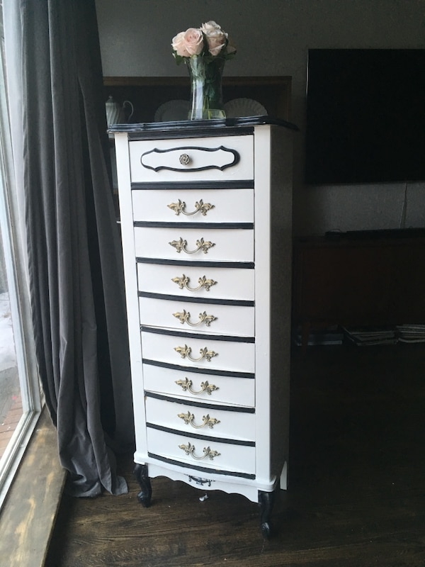 Delivery - vintage French lingerie chest