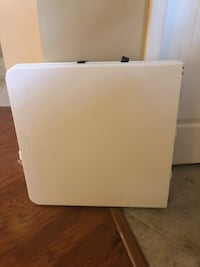 White Foldable Table (Brand new, mint condition) Frederick, 21701