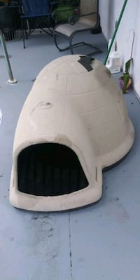 Petmate indigo igloo style dog house Lehigh Acres