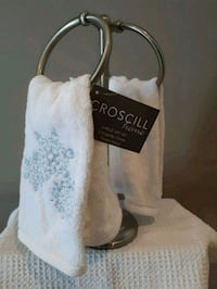 *NEW* Towel Stand - Brand New