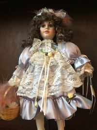 Beautiful porcelain doll w stand Dickinson, 77539