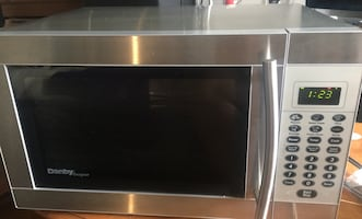 Full stainless microwave Danby