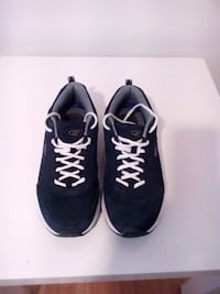 pair of black low-top sneakers size 10 Winnipeg, R2M 1K3