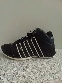 unpaired black and white adidas basketball shoe Montréal, H2V 3J8