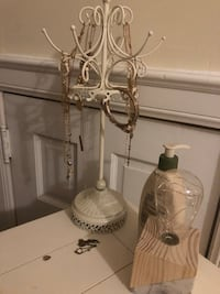 two clear glass candle holders Rock Hill, 29730
