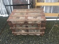 gray and brown wooden chest box 邓肯, V9L